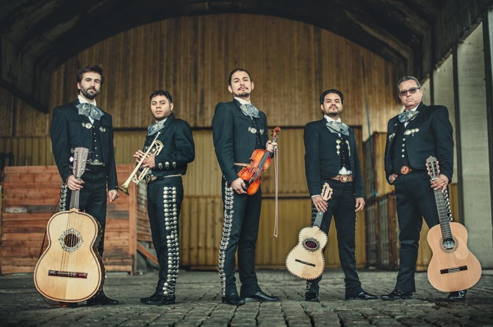 Mariachi Ensemble Que Calor