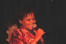 Deborah zingend